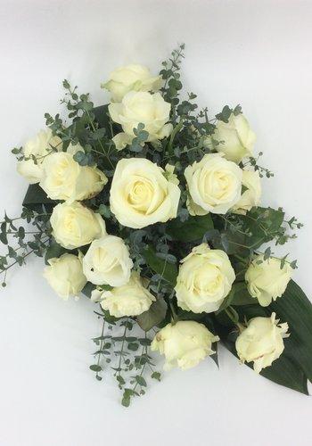 Abelia Meesterbinders Witte rozen rouwbloemstuk W4