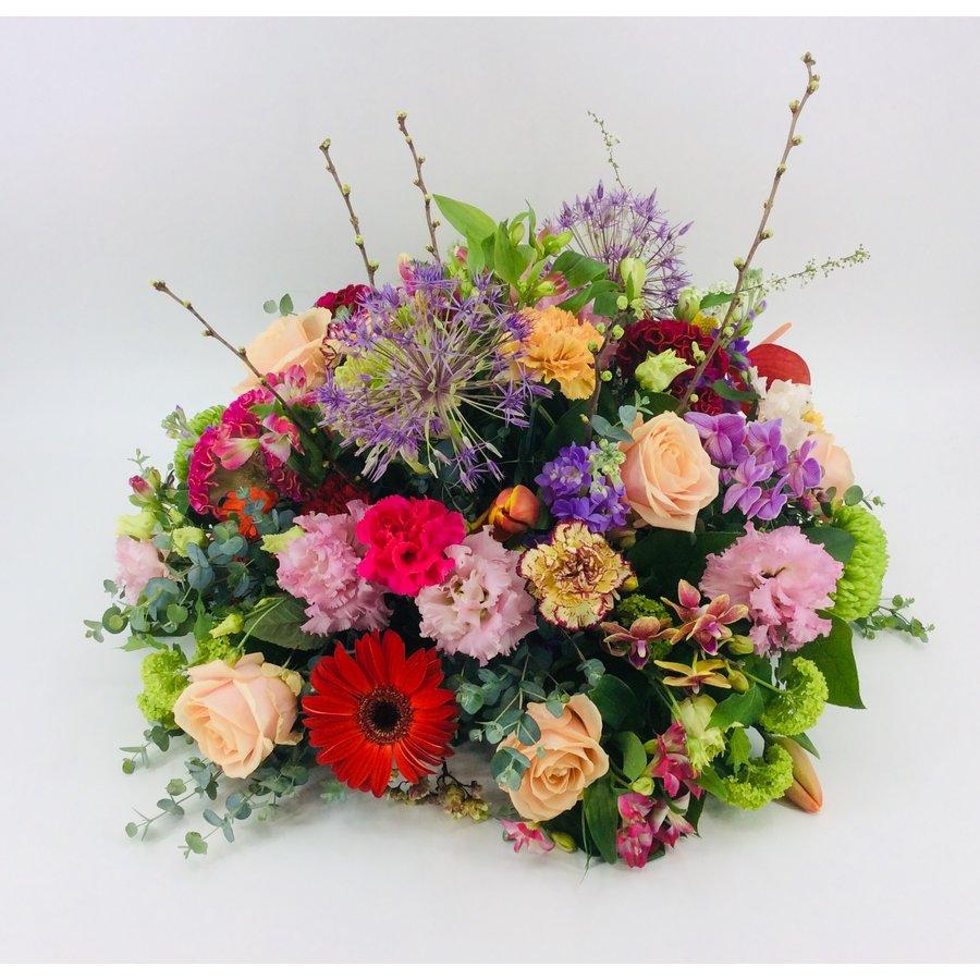 Royaal bont bloemrijk arrangement-5