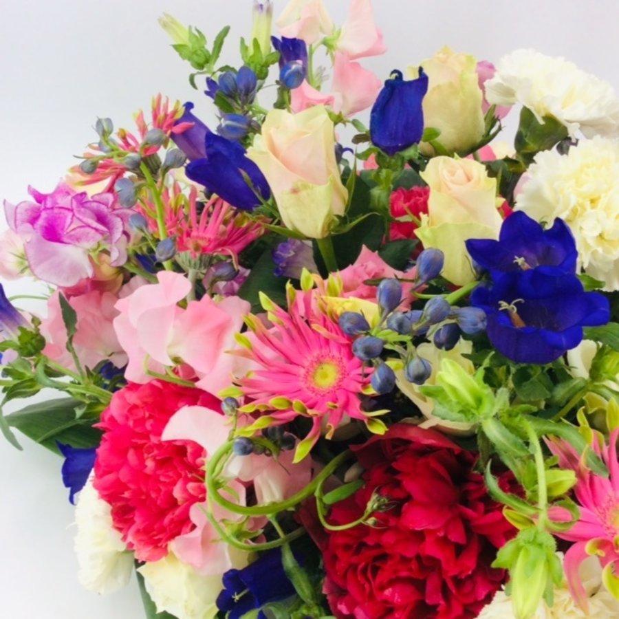 Fijne  kleurrijke afscheidsbloemen-2