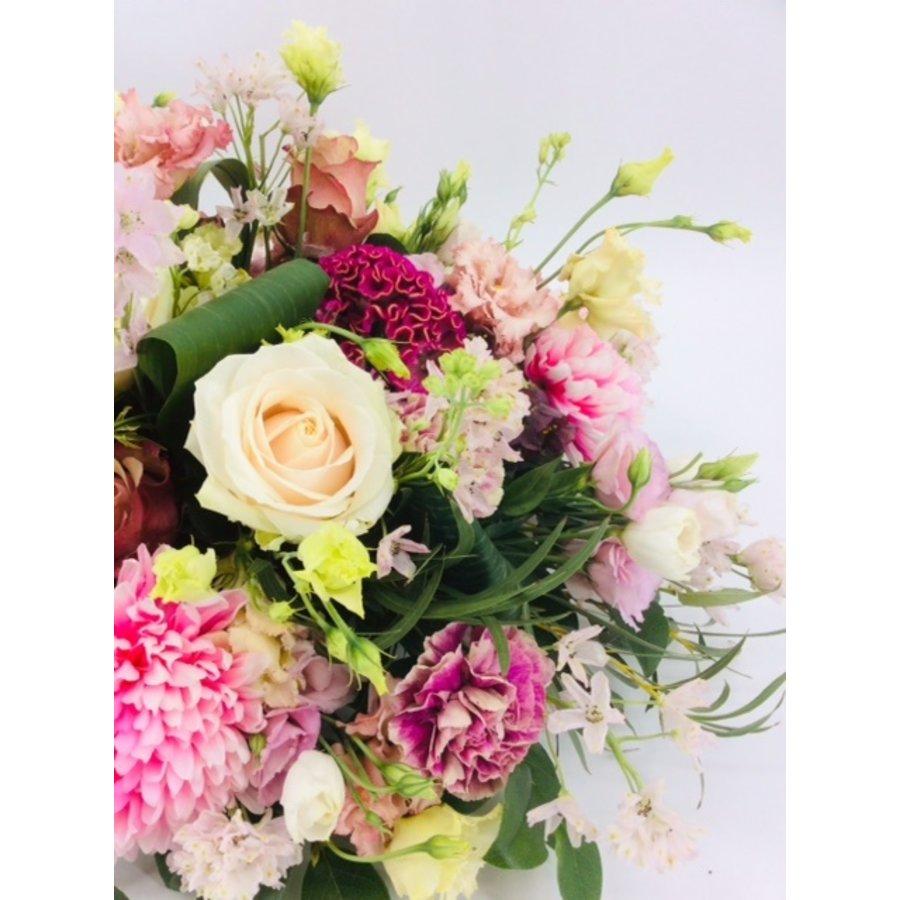 Poedertinten afscheid met bloemen-5