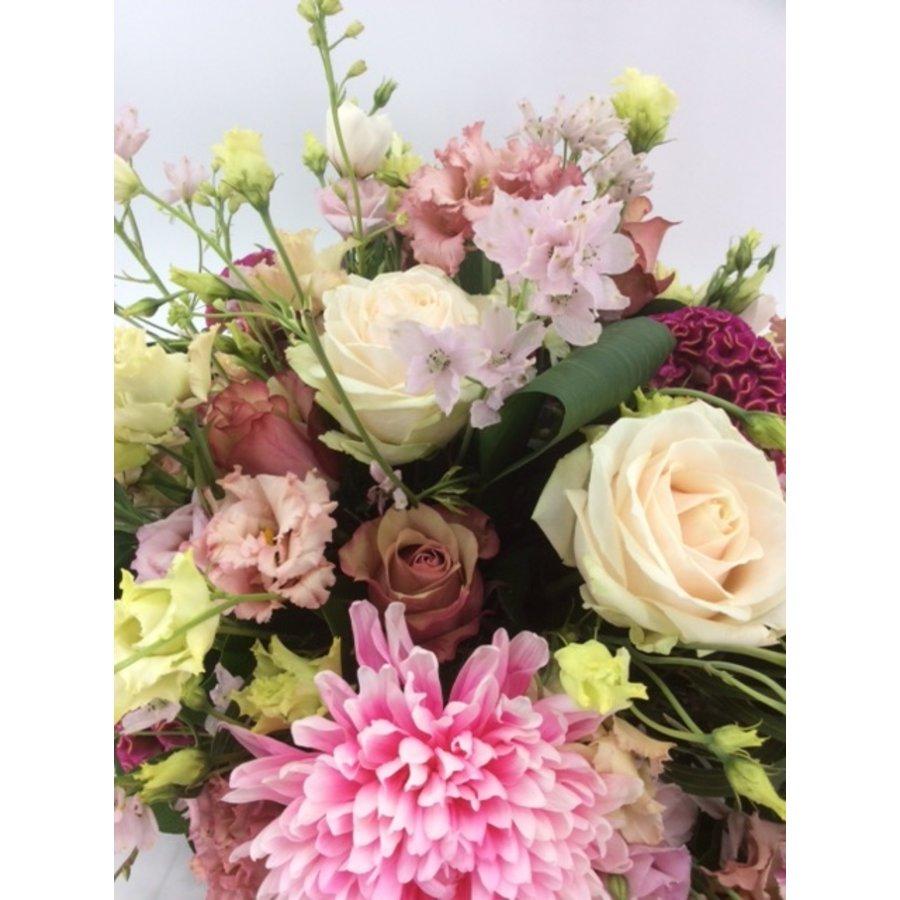 Poedertinten afscheid met bloemen-3