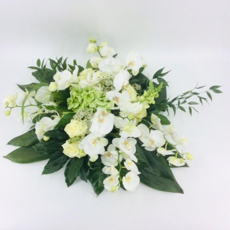 Wit groen rouwbloemstuk met Orchideeën W3-1