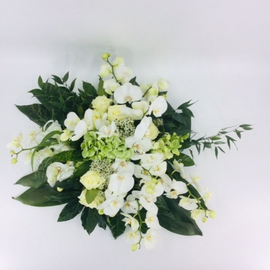 Wit groen rouwbloemstuk met Orchideeën W3-2