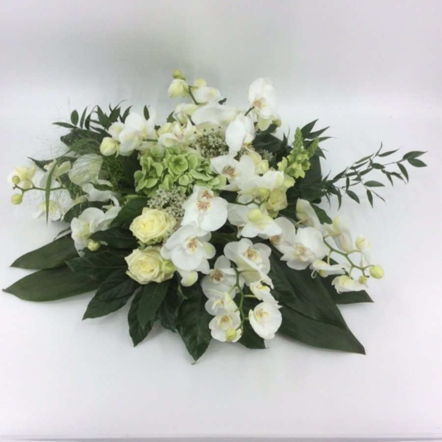 Wit groen rouwbloemstuk met Orchideeën W3-3