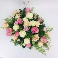 thumb-Roze en witte rozen ovaal voor uitvaart-3