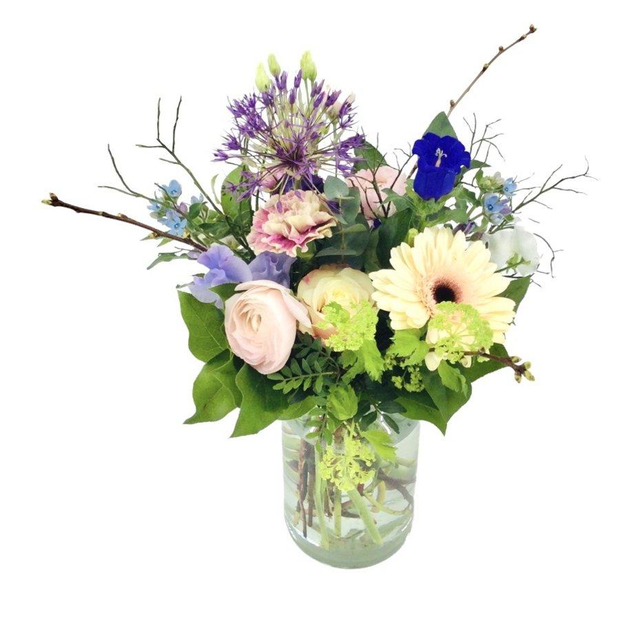 Liefelijk boeket bloemen-1