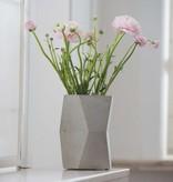 Atelier Pierre Facet Flower pot licht grijs beton