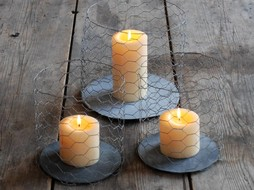 Un Esprit en Plus Set of 3 metal candleholders