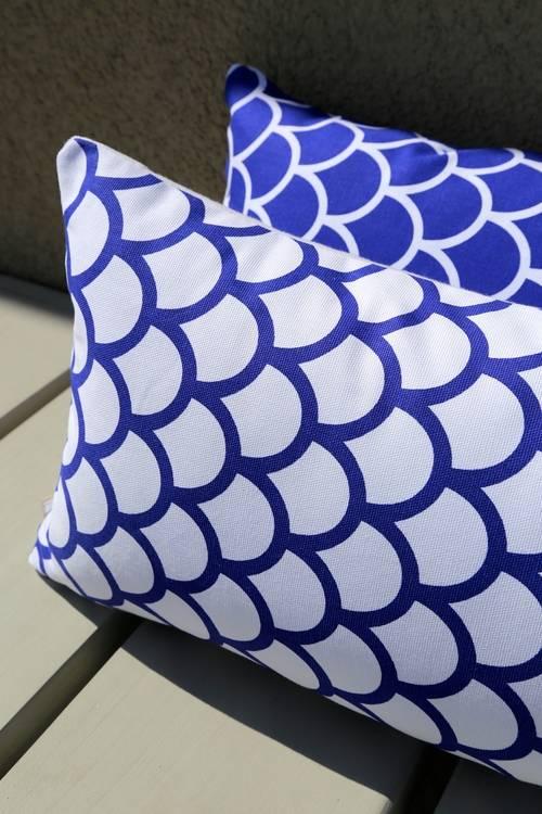 Made by Mimi Kussen print wit blauw grafisch