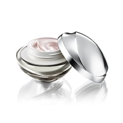 Day and night cream stimulates and restores the skin