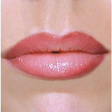 Contour lip pencil lip pencil or pen to define lips