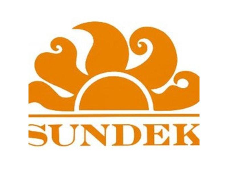 """Sundek M572 16""""Mid Lengte Zwembroek met Sundek logo en  uni kleur regenboog plus Sundek logo op de rug"""