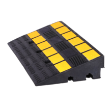 Rampe de trottoir en caoutchouc avec réflecteur 60x36x15 cm