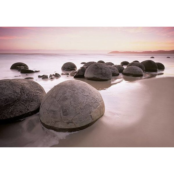 Dutch Wallcoverings Wizard & Genius fotobehang Moeraki boulders