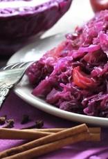Ovenschotel van rode kool, draadjes vlees en aardappelpuree
