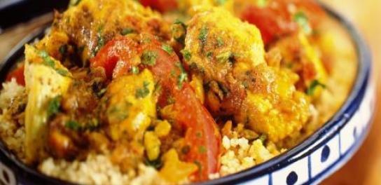 Oosterse kip met groenten, couscous en geitenkaas