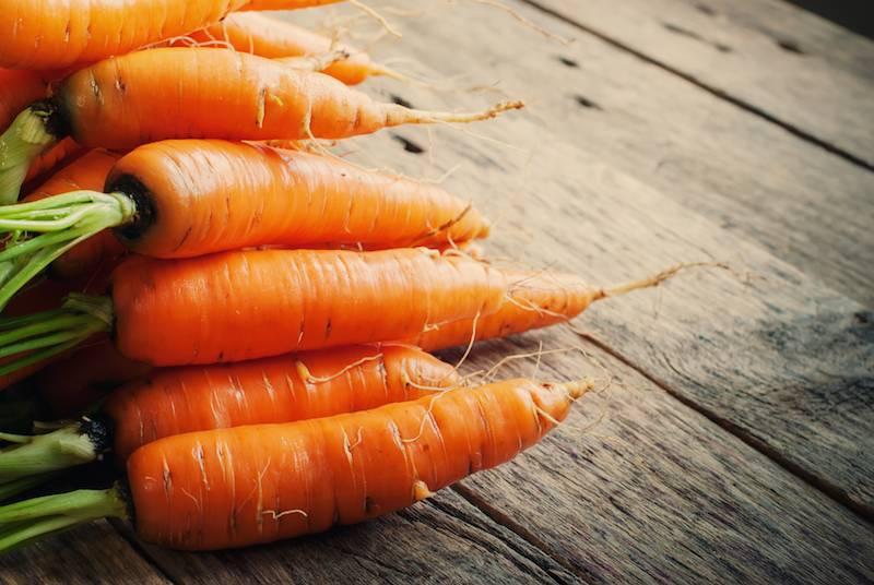 Varkenslapje in pepersaus, aardappelpuree en bospeen