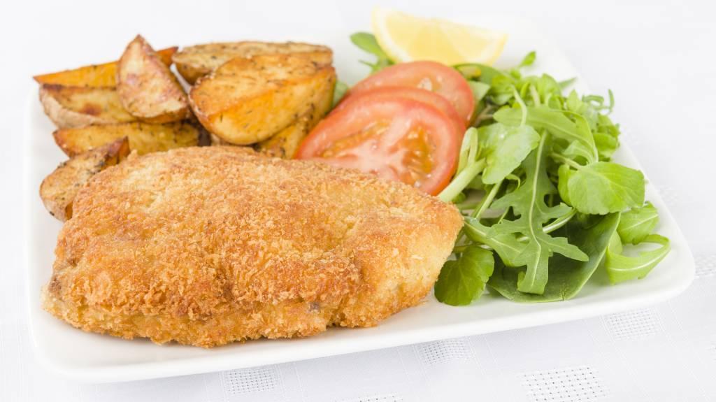 Cordon bleu, jus, aardappels en in kerrie gestoofde kool (luxe)