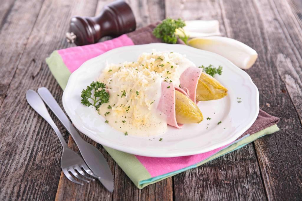 Boomstammetje, jus met gekookte aardappelen & witlof met ham en kaas