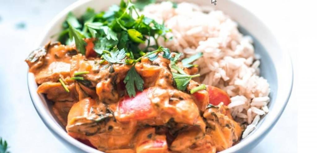 Rijstschotel kip-stroganoff met groenten