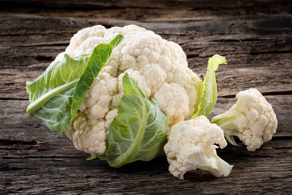 Rundersaucijs in jus, bloemkool met groentesaus en aardappelpuree