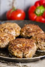 Gehaktbal in jus met aardappelpuree en koolrabi in kruidensaus