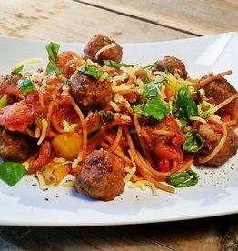 Spaghetti met groenten, gehaktsaus & kaas