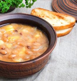 Bruine bonensoep met vlees en worst