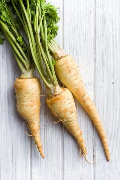Pastinaak schotel met aardappel, groenten en cashewnoten