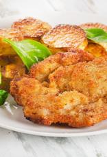 Sateschnitzel, gebakken aardappeltjes en roerbakgroenten
