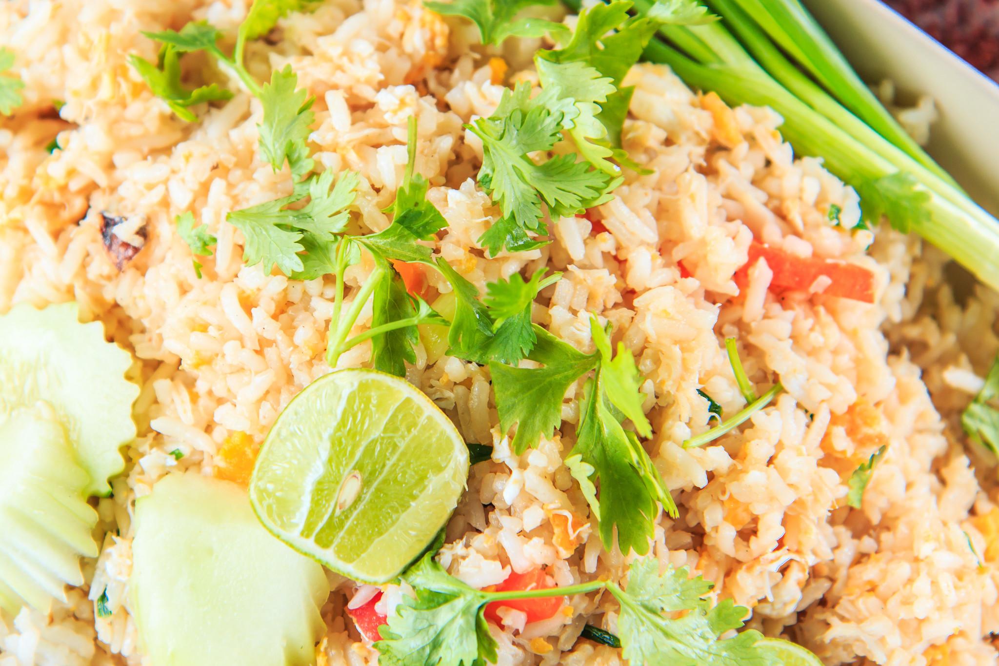 Babi pangang van varkensprocureur met groenten en rijst