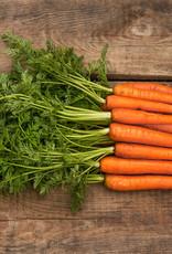 Drumsticks in jus met gekookte aardappel, doperwten en worteltjes