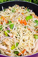 Roergebakken boontjes in ui en sambal met wokblokjes en mihoen (vegetarisch)