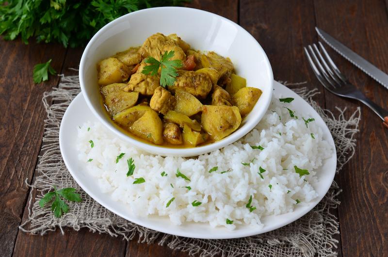 Rundvlees in kokossaus, groenten, limoen en rijst