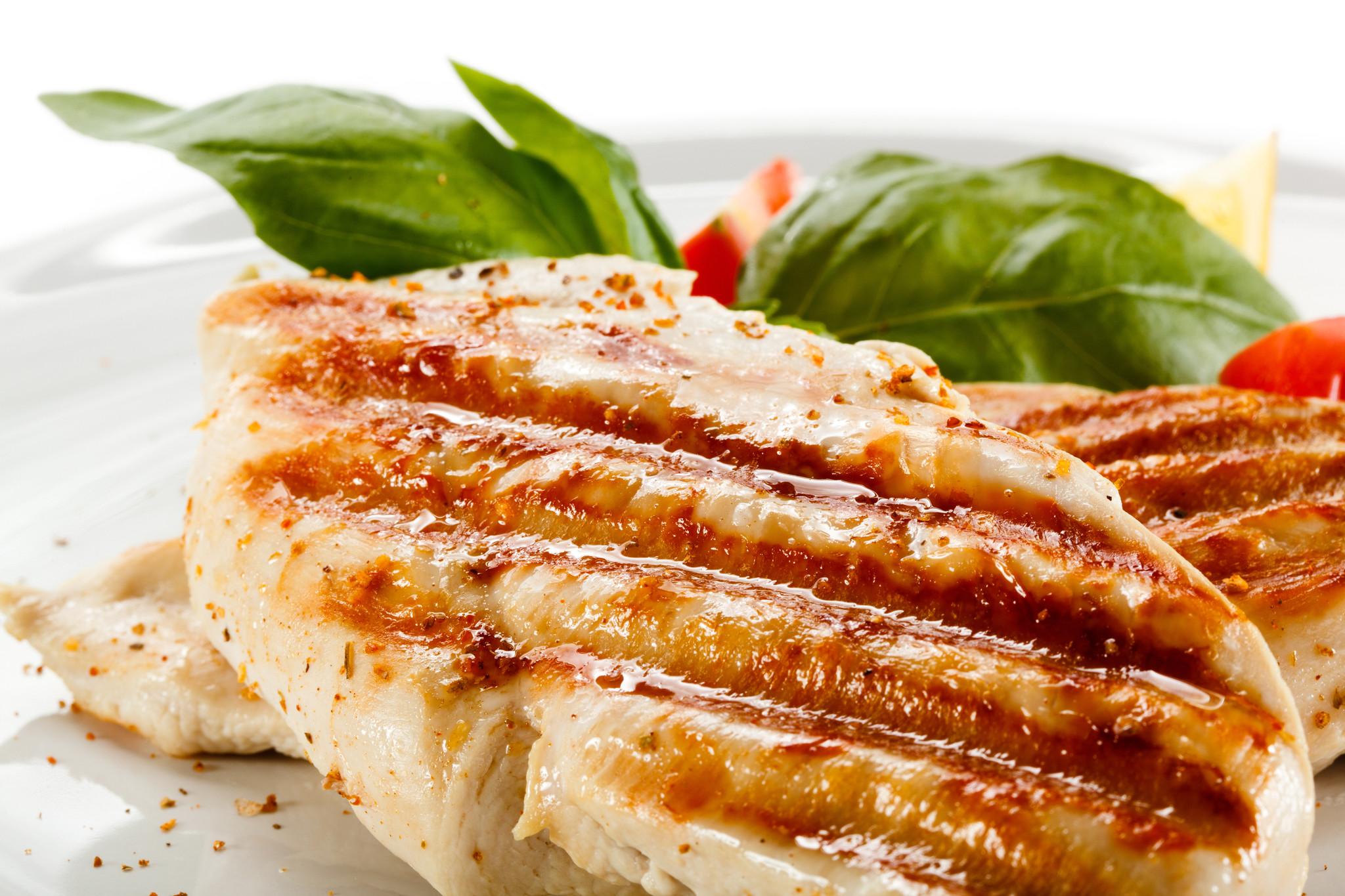 Dischi volanti pasta met kip en groenten in paprikasaus