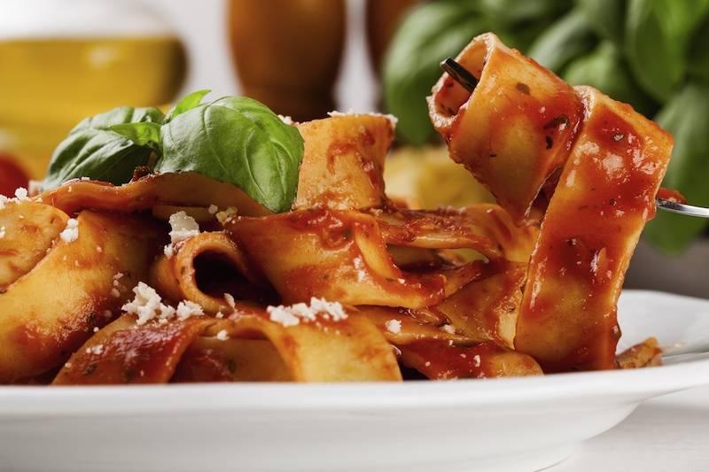 Tagliatelle in roomsaus, courgette, tomaat en kaas (V)