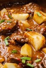 Runderlapje met gekookte aardappels en stoofpeertjes