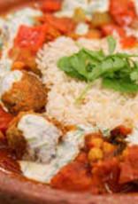 Lamskefta met gestoofde groenten, yoghurtsaus en zilvervliesrijst