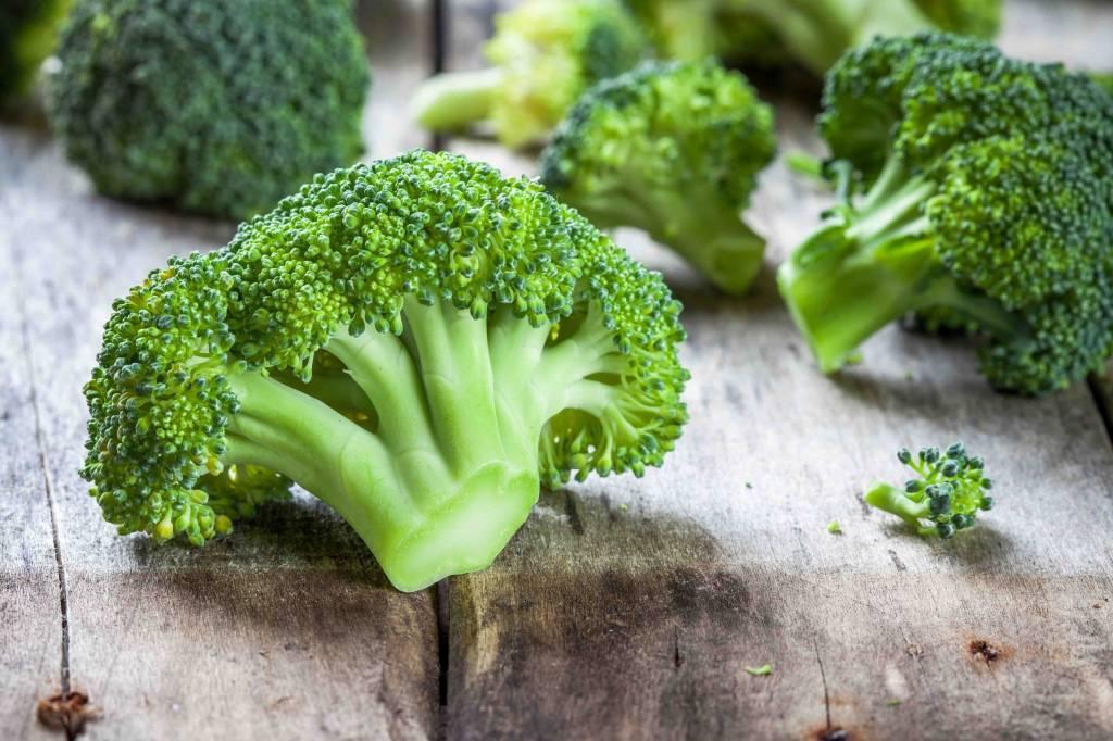 Kipfilet, gekookte broccoli en aardappelpuree
