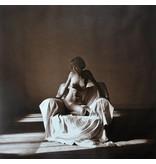 Zittend vrouwelijk naakt, foto: Lukas Roels