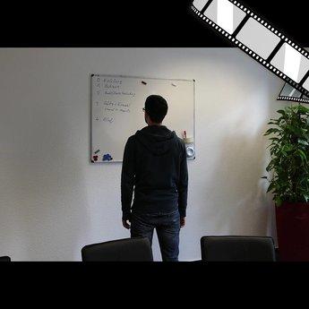 "szenisches Video ""Meeting Raum, Whiteboards"""
