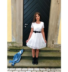 Kleid mit Spitze in weiß