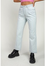 The Ragged Priest Dad Jeans in heller Waschung