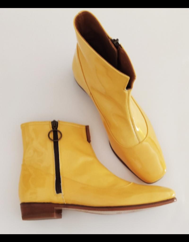 Dr. Watson Shoemaker Mod Boots in gelb