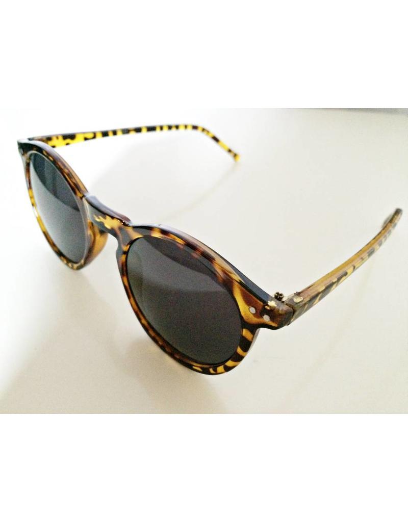 Sonnenbrille mit Schildblattrahmen in braun