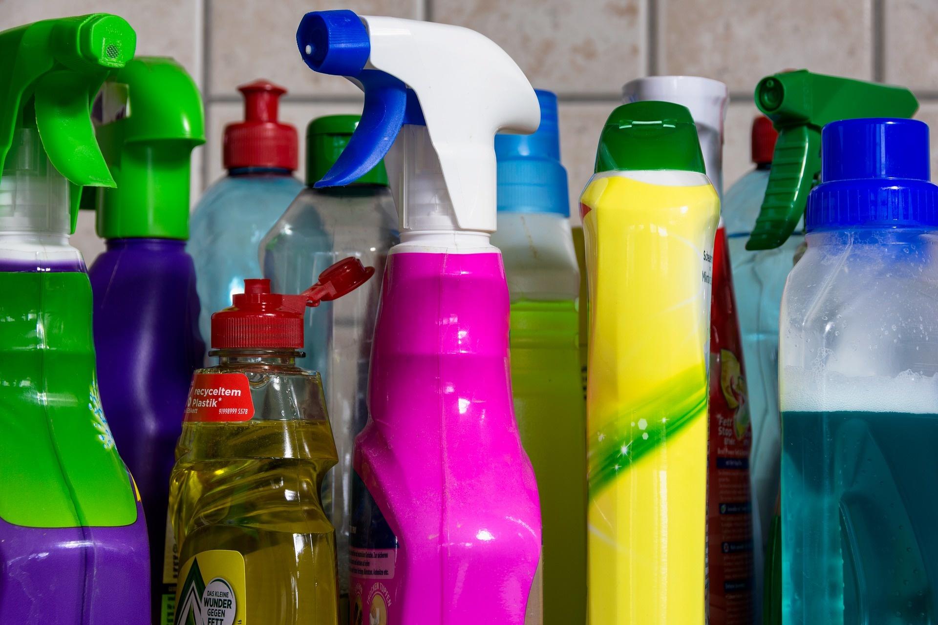Ontsmetten, desinfecteren of schoonmaken: wat is het verschil?