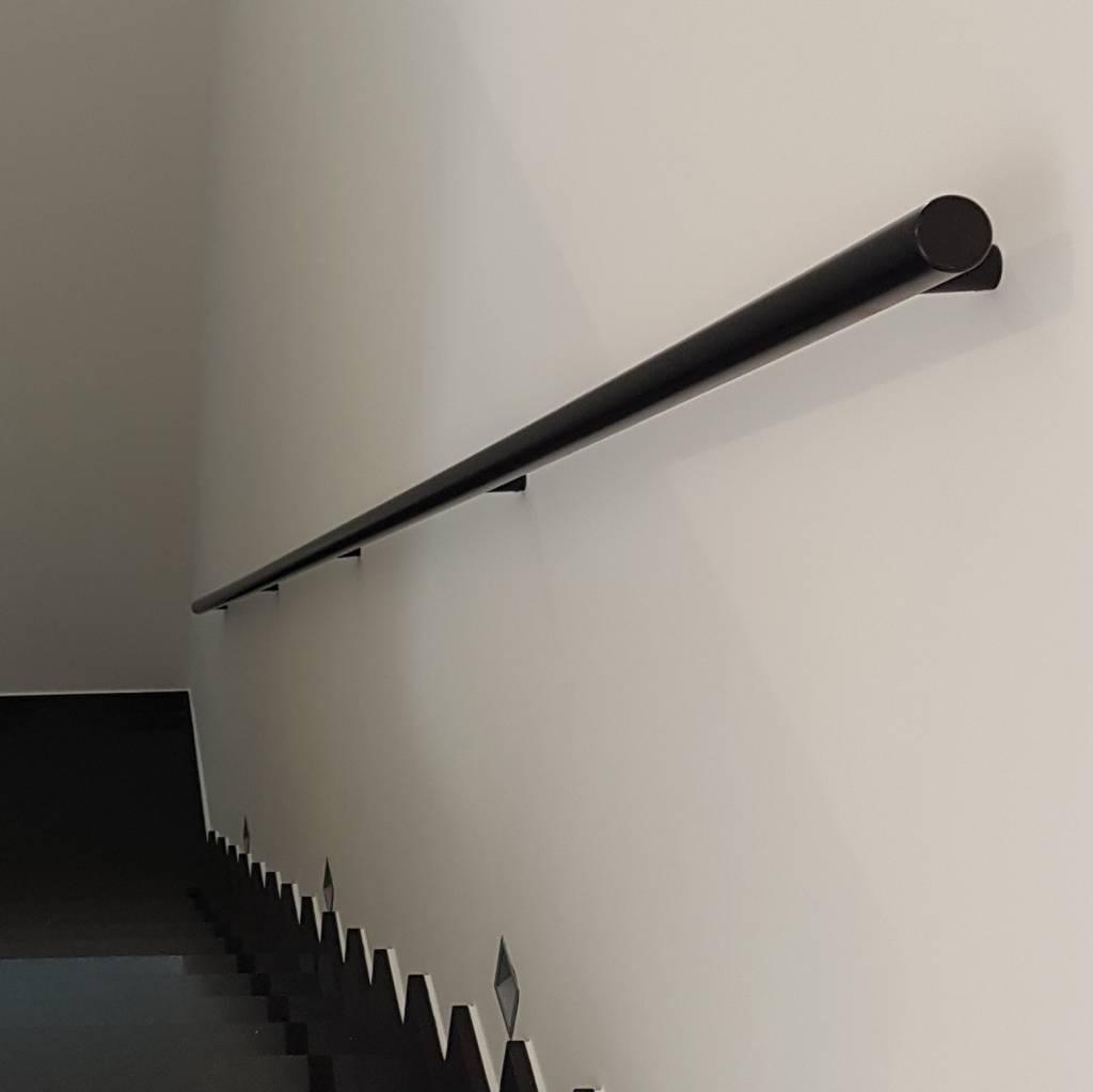 Zwarte trapleuning gecoat rond incl. dragers TYPE 14 - poedercoating RAL 9005 mat zwart