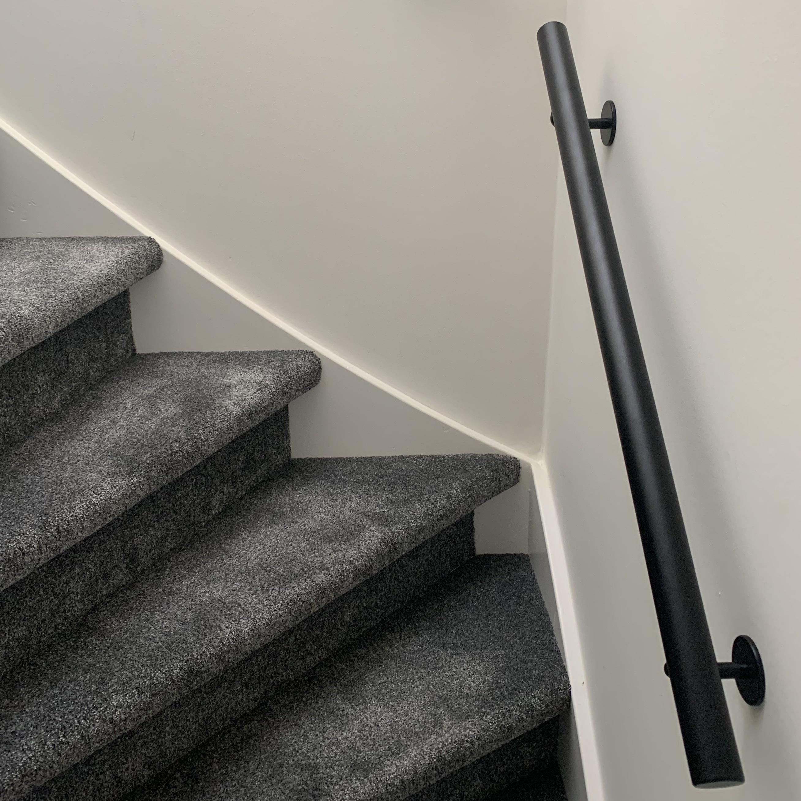 Zwarte trapleuning gecoat rond incl. dragers TYPE 3 - poedercoating RAL 9005 mat zwart