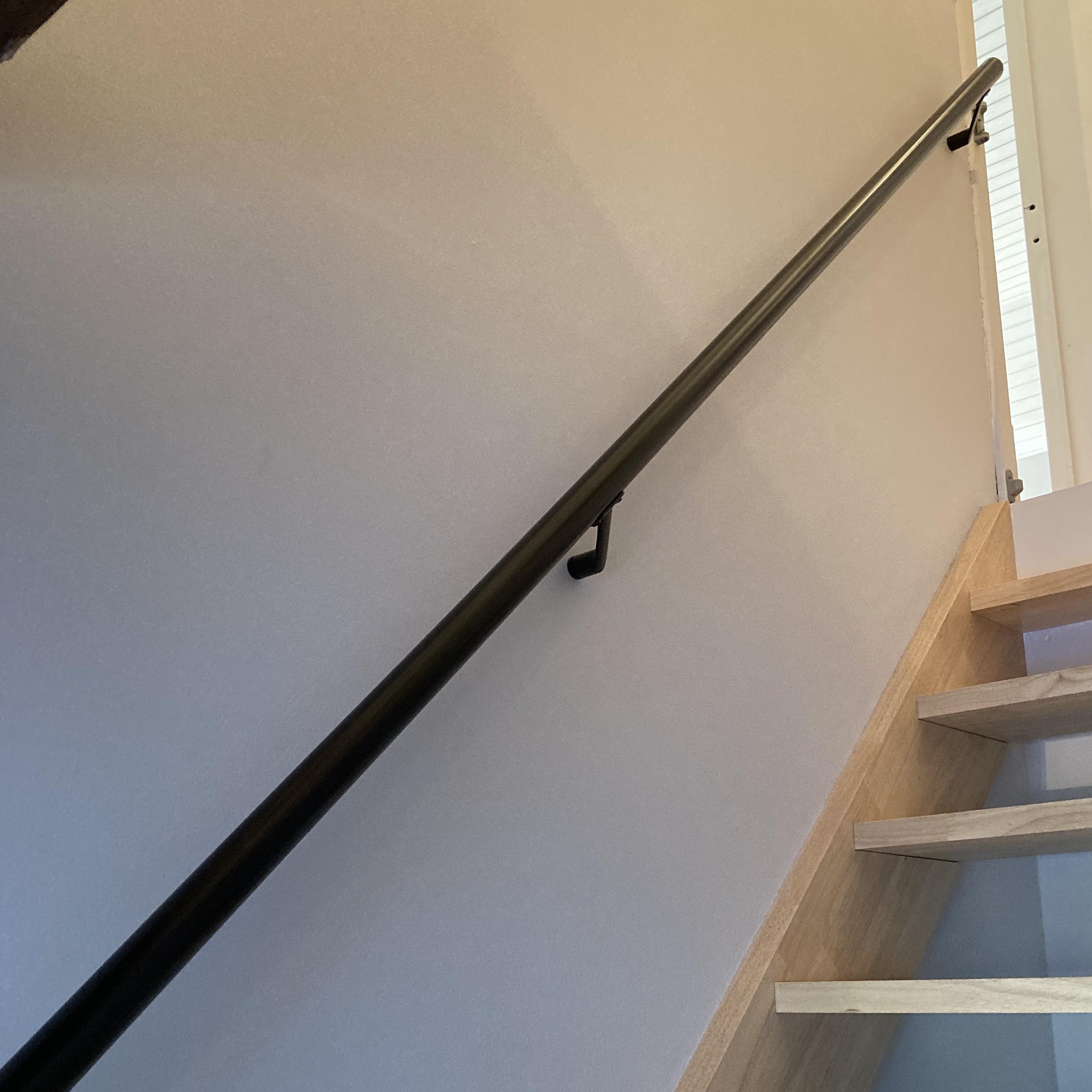 Zwarte trapleuning gecoat rond incl. dragers TYPE 7 - poedercoating RAL 9005 mat zwart