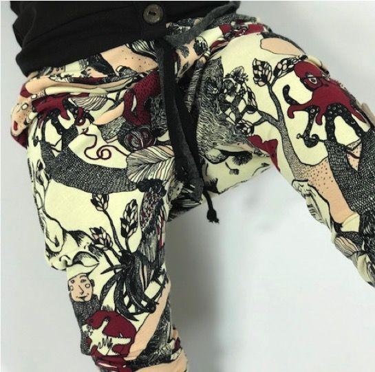 Baggy unisex broekje met sprookjesachtige print